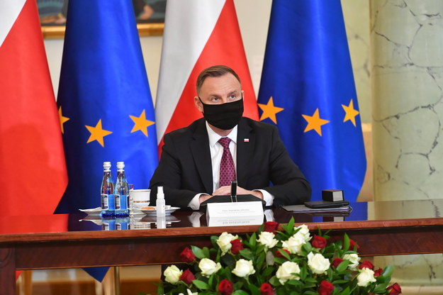 Prezydent lub ktoś z jego otoczenia naciskał na pilotów? /Piotr Nowak /PAP
