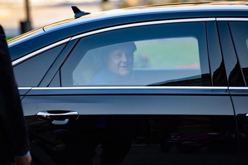 Prezydent nie spotka się z Merkel z powodu niezgodności kalendarza /JENS SCHLUETER  /PAP/EPA
