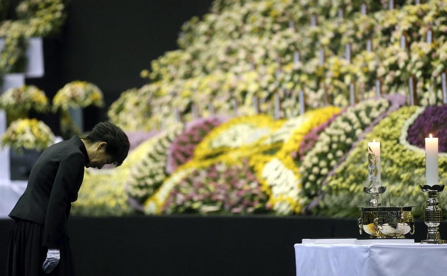 Prezydent Park Geun Hie składa hołd ofiarom /YONHAP   /PAP/EPA