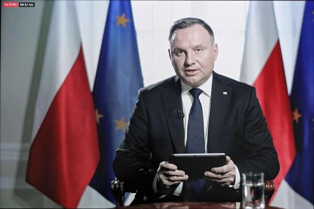 Prezydent podczas czatu z internautami /Paweł Supernak /PAP