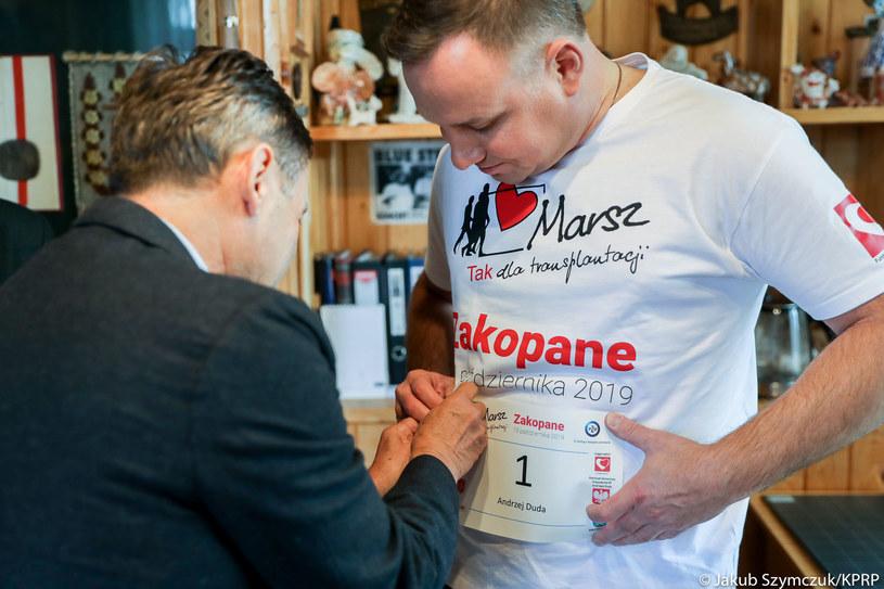 """Prezydent podczas marszu Nordic Walking w Zakopanem pod hasłem """"TAK dla transplantacji"""" /Jakub Szymczuk / KPRP /"""