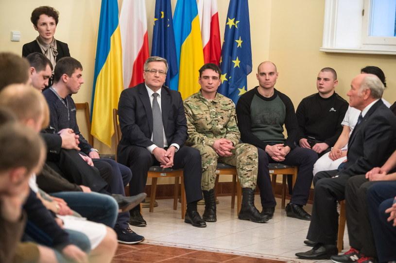 Prezydent podczas spotkania z przebywającymi na rehabilitacji w Polsce ukraińskimi weteranami uczestniczącymi w walkach w Donbasie /Maciej Kulczyński /PAP