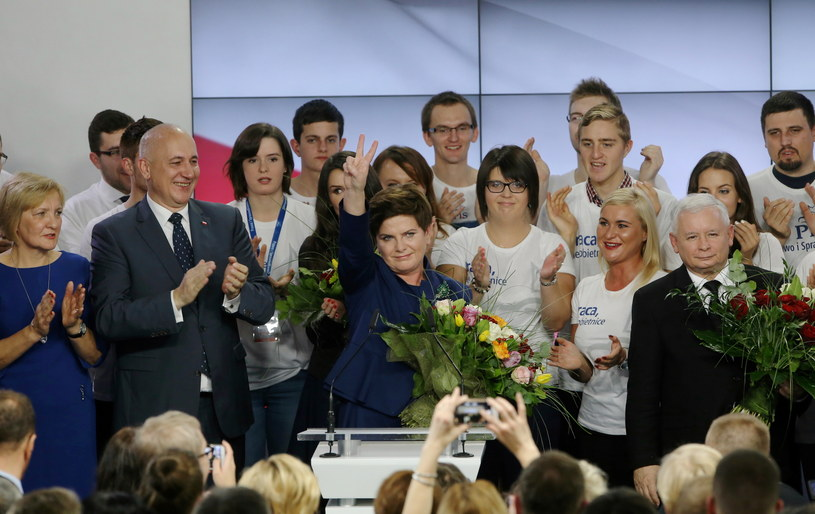 Prezydent pogratulował Beacie Szydło i Andrzejowi Dudzie /Paweł Supernak /PAP