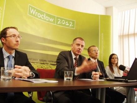 Prezydent Rafał Dutkiewicz apeluje o przyjście w piątek 17 kwietnia na Rynek /fot. bom /wroclaw24.net