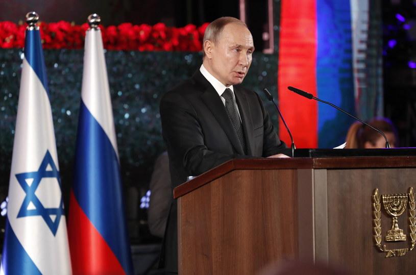 Prezydent Rosji podczas uroczystości odsłonięcia pomnika upamiętniającego ofiary, które zginęły podczas 900-dniowego oblężenia Leningradu w czasie II wojny światowej /MMANUEL DUNAND /POOL /PAP/EPA