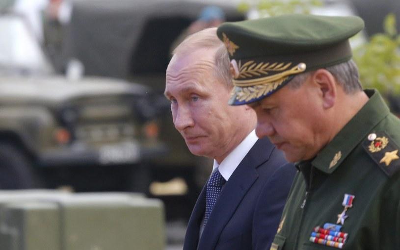 Prezydent Rosji Władimir Putin i minister obrony Siergiej Szojgu /PAP/EPA