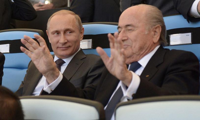 Prezydent Rosji Władimir Putin i szef FIFA Sepp Blatter podczas finału mundialu w Brazylii /AFP