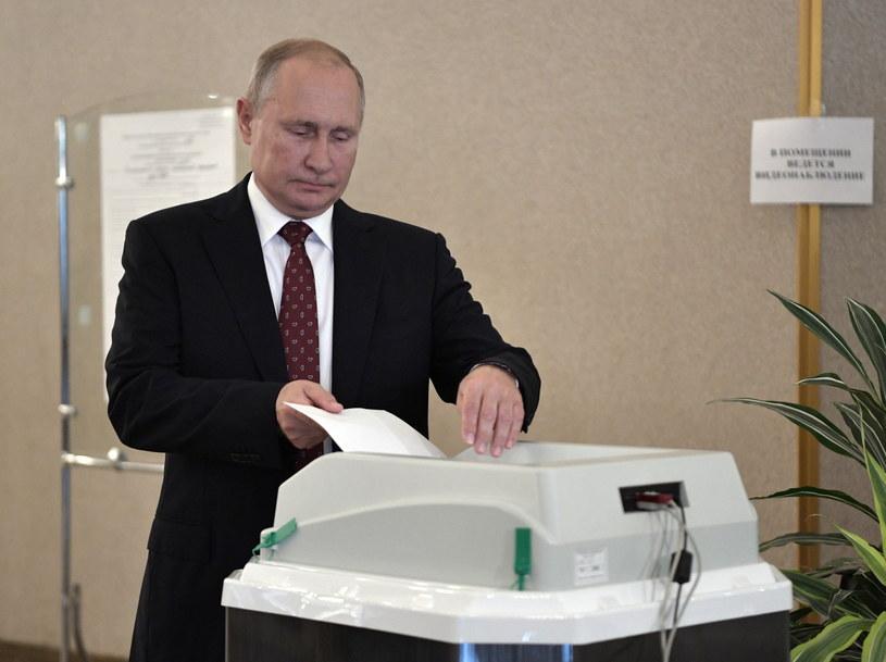 Prezydent Rosji Władimir Putin oddaje głos /ALEXEY NIKOLSKY / SPUTNIK   /PAP/EPA