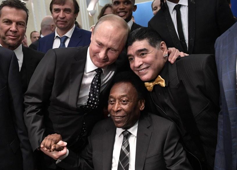 Prezydent Rosji Władimir Putin, Pele i Diego Maradona /AFP