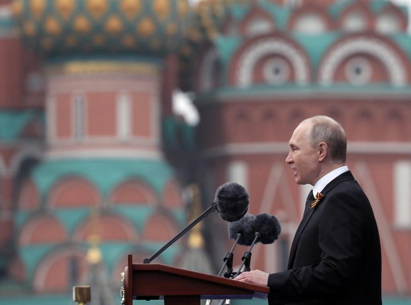 Prezydent Rosji Władimir Putin podczas obchodów Dnia Zwycięstwa /YURI KOCHETKOV /PAP