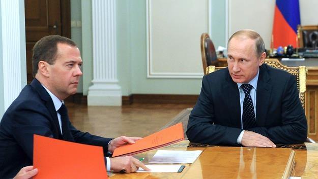 Prezydent Rosji Władymir Putin (P) i premier Dmitrij Miedwiediew (L) /AFP