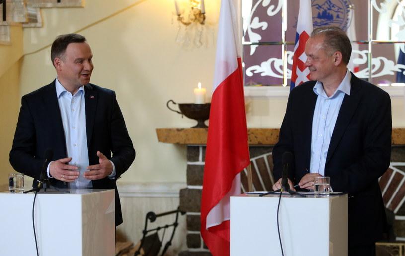 Prezydent RP Andrzej Duda i prezydent Republiki Słowacji Andrej Kiska podczas konferencji prasowej po spotkaniu w Tatrzańskiej Łomnicy /Grzegorz Momot /PAP