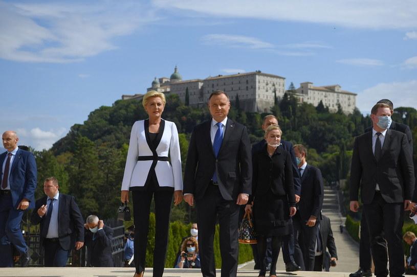 Prezydent RP Andrzej Duda oraz pierwsza dama Agata Kornhauser-Duda podczas uroczystości na Polskim Cmentarzu Wojennym na Monte Cassino we Włoszech /Piotr Nowak /PAP