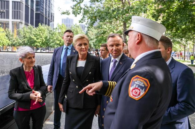 Prezydent RP Andrzej Duda oraz pierwsza dama Agata Kornhauser-Duda wzięli udział w uroczystości pod Pomnikiem Ofiar Ataków Terrorystycznych 11 września w Nowym Jorku /Grzegorz Jakubowski /PAP