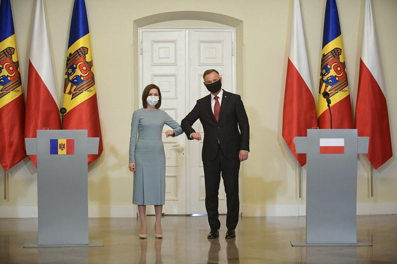 Prezydent RP Andrzej Duda (P) i prezydent Mołdawii Maia Sandu (L) podczas konferencji prasowej w Pałacu Prezydenckim w Warszawie /PAP/Marcin Obara /PAP