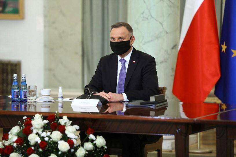 Prezydent RP Andrzej Duda podczas inauguracyjnego posiedzenia zespołu ds. opracowania projektu regulacji wprowadzającej instytucję sędziów pokoju w Pałacu Prezydenckim w Warszawie /PAP