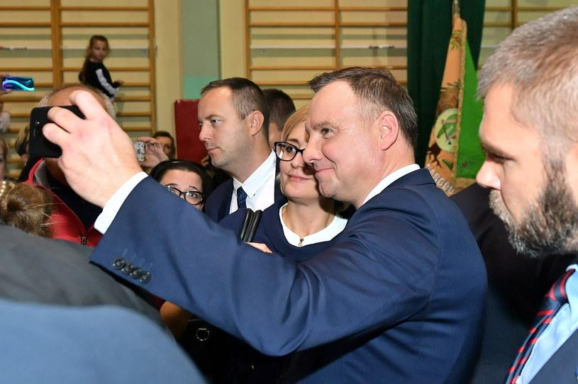 Prezydent RP Andrzej Duda podczas spotkania z mieszkańcami powiatu górowskiego w miejscowości Góra /Sebastian Borowski /PAP