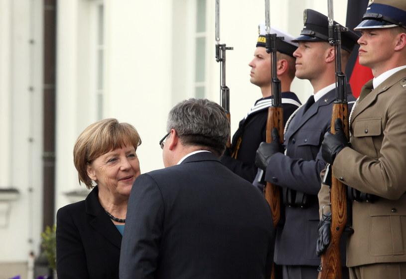 Prezydent RP Bronisław Komorowski i kanclerz Niemiec Angela Merkel, fot. Tomasz Gzell /PAP