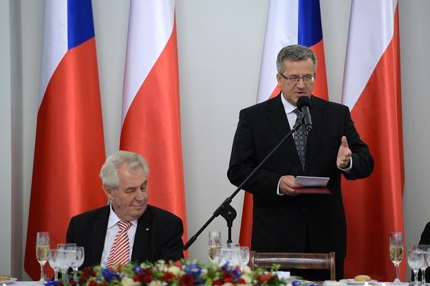 Prezydent RP Bronisław Komorowski (P) i prezydent Czech Milosz Zeman (L) /PAP