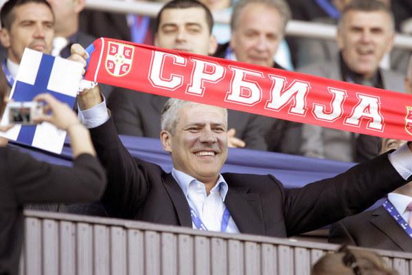 Prezydent Serbii, Boris Tadić dał się ponieść sportowym emocjom - za picie szampana zapłacił grzywnę /AFP