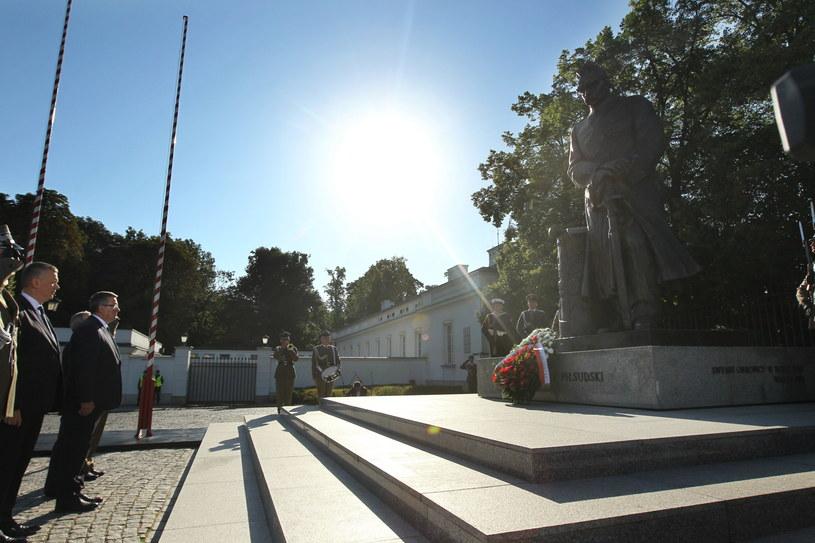 Prezydent składa kwiaty pod pomnikiem marszałka Józefa Piłsudskiego /Waldemar Deska /PAP