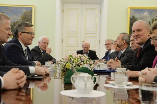Prezydent spotkał się z przedstawicielami OPZZ i ZNP /Jacek Turczyk /PAP