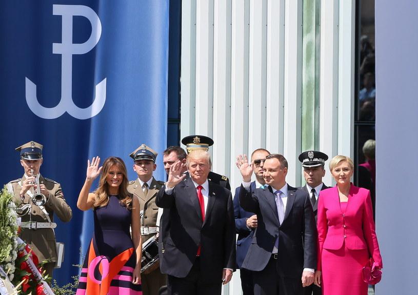 Prezydent Stanów Zjednoczonych Ameryki Donald Trump z małżonką Melanią Trump i prezydent RP Andrzej Duda z małżonką Agatą Kornhauser-Dudą na placu Krasińskich w Warszawie /Paweł Supernak /PAP