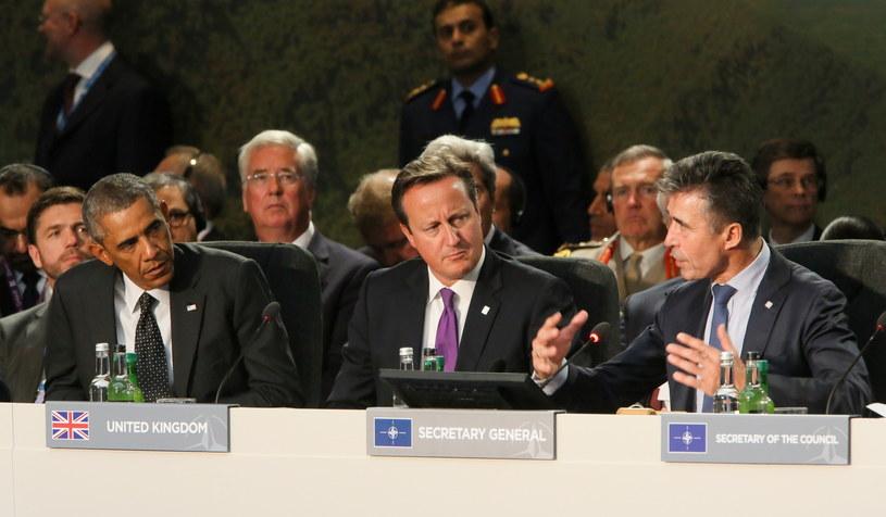Prezydent Stanów Zjednoczonych Barack Obama (L), premier Wielkiej Brytanii David Cameron (C) i Sekretarz Generalny NATO Anders Fogh Rasmussen (P). /Paweł Supernak /PAP