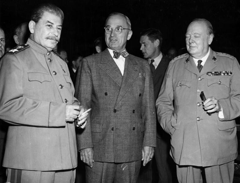 Prezydent Truman nie miał rozeznania w polityce zagranicznej. Dał się podejśc Stalinowi /Getty Images/Flash Press Media