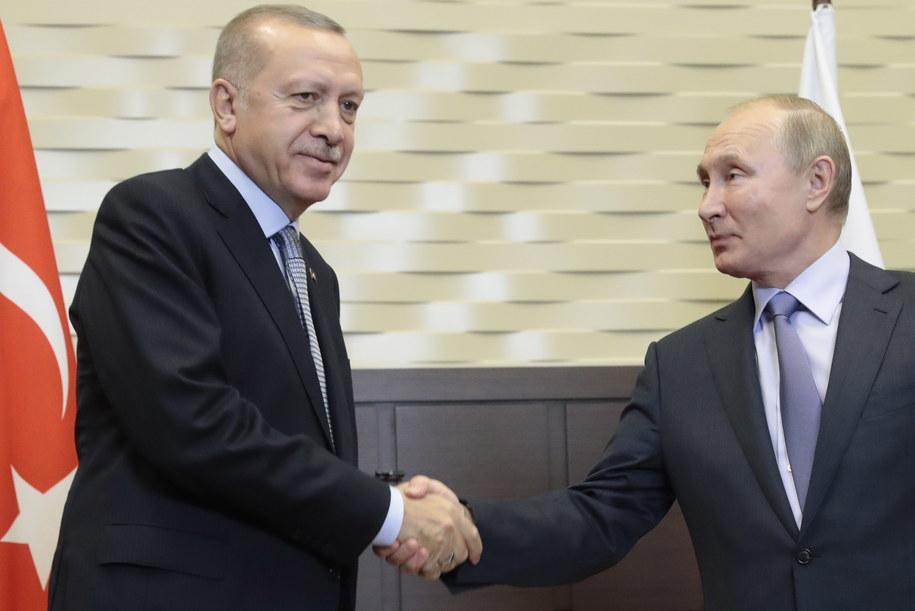 Prezydent Turcji Recep Tayyip Erdogan i prezydent Rosji Władimir Putin w Soczi /SERGEI CHIRIKOV/POOL /PAP/EPA