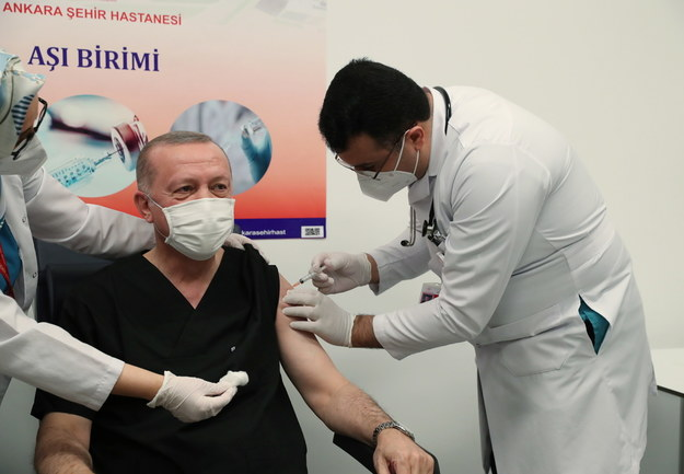 Prezydent Turcji szczepi się przeciw Covid-19 /TURKISH PRESIDENT OFFICE  /PAP/EPA