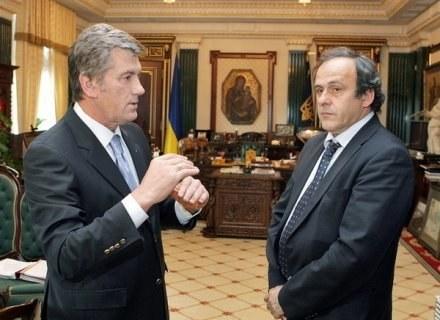 Prezydent Ukrainy Wiktor Juszczenko i szef UEFA Michel Platini /AFP