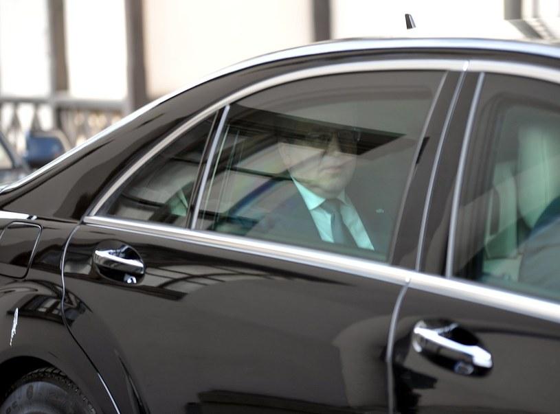 Prezydent w limuzynie /Marek Lasyk  /Reporter