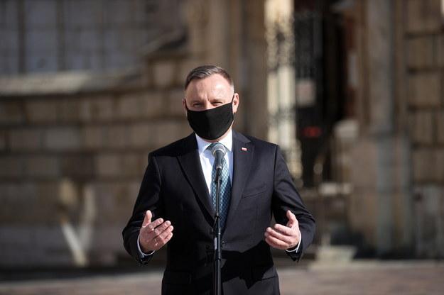 Prezydent w rocznicę katastrofy smoleńskiej: Dzisiaj bardzo nam potrzeba poczucia wspólnoty