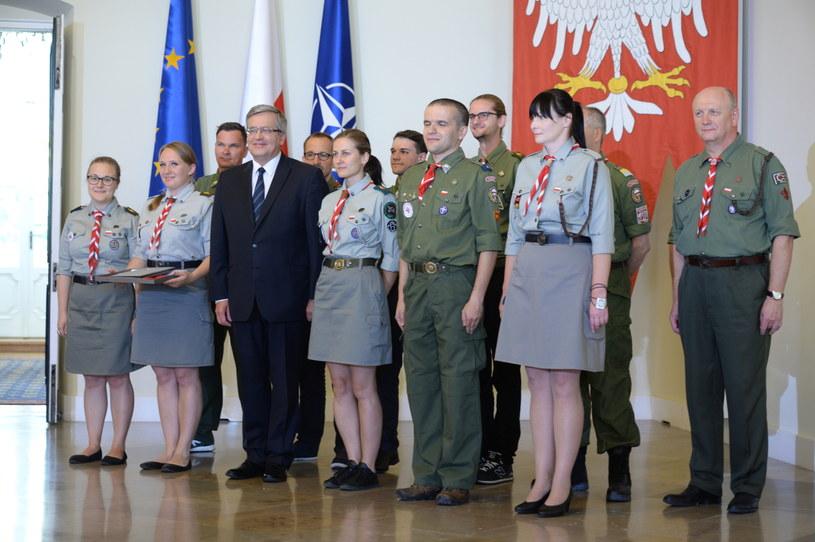 Prezydent w towarzystwie harcerzy /Jacek Turczyk /PAP