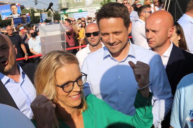Prezydent Warszawy, kandydat KO na urząd prezydenta RP Rafał Trzaskowski z żoną Małgorzatą /Waldemar Deska /PAP