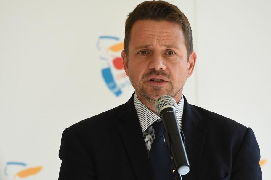 Prezydent Warszawy Rafał Trzaskowski podczas spotkania z mediami w Warszawie /Piotr Nowak /PAP