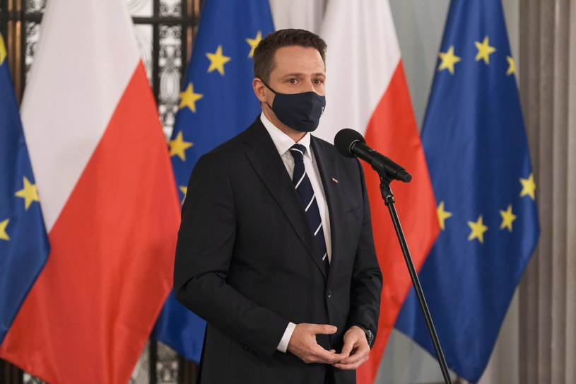Prezydent Warszawy Rafał Trzaskowski przyznał, że nie ma zgodności wśród radnych ws. ulicy Lecha Kaczyńskiego /Mateusz Marek /PAP