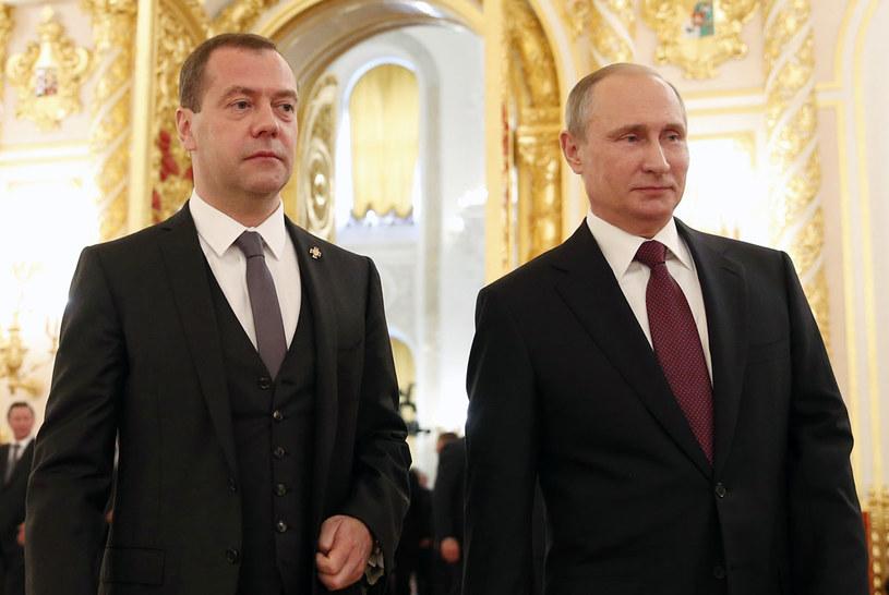 Prezydent Władimir Putin i premier Dmitrij Miedwiediew /MIKHAIL KLIMENTYEV / SPUTNIK/ KREMLIN POOL /AFP
