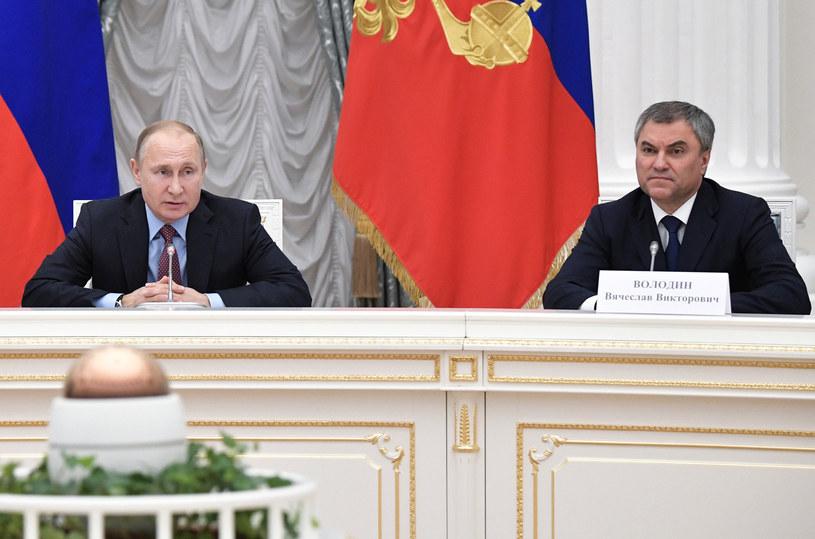Prezydent Władimir Putin i przewodniczący Dumy Wiaczesław Wołodin /ALEXEY NIKOLSKY / SPUTNIK   /AFP