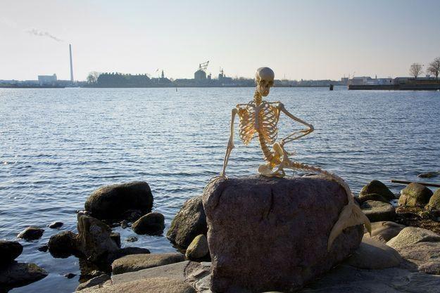 Primaaprilisowa wersja Małej Syrenki z Kopenhagi /AFP