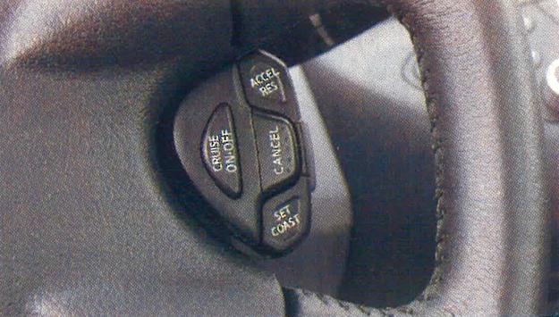 Primera to pierwsze auto w segmencie D dysponujące funkcją inteligentnego, dostosowującego się do prędkości innych użytkowników drogi, tempomatu. /Motor