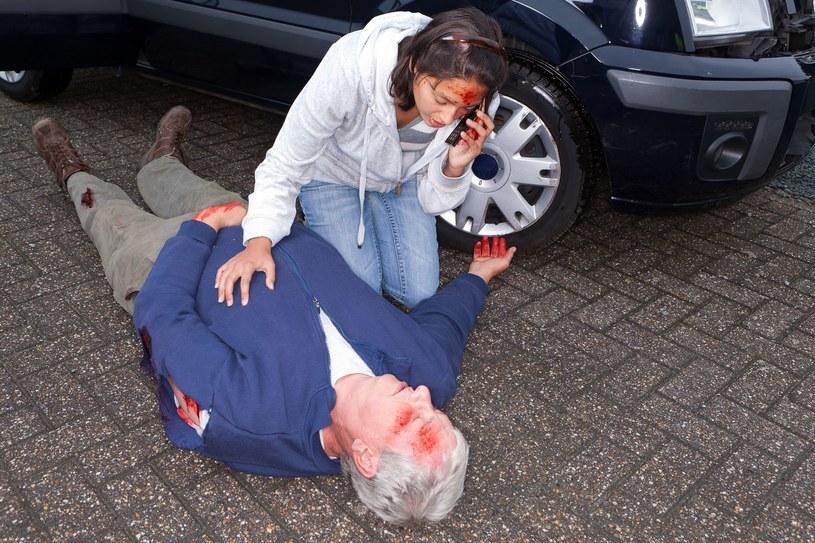 Priorytetem w pierwszej pomocy jest ratowanie życia /123RF/PICSEL