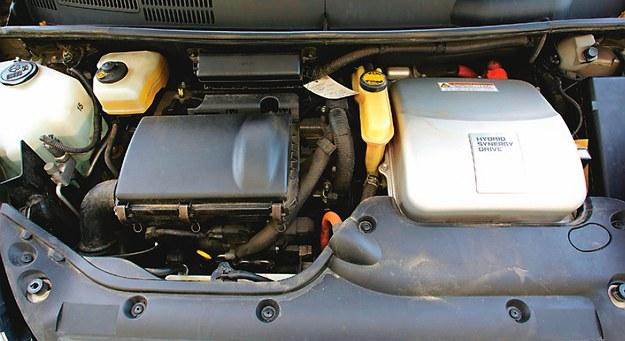 Prius to hybryda typu równoległego – silnik spalinowy i elektryczny mogą działać rozdzielnie i niezależnie. /Motor