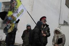 """Próba sił przed ukraińską bazą. """"Tam jest mój wuj, nie ma co jeść"""""""