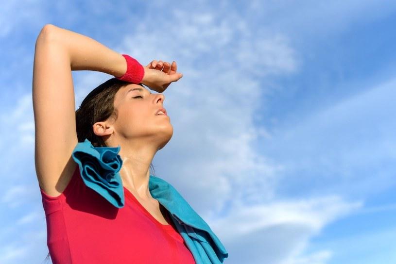 Problem nieprzyjemnych zapachów podczas upałów dotyka zwłaszcza aktywnych fizycznie /123RF/PICSEL