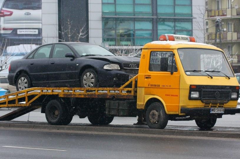 Problem z AC mają zwłaszcza właściciele starszych pojazdów /Dariusz Borowicz/Reporter /Agencja SE/East News