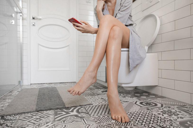Problem z trzymaniem moczu, według szacunków, dotyczy jednej czwartej kobiet /123RF/PICSEL