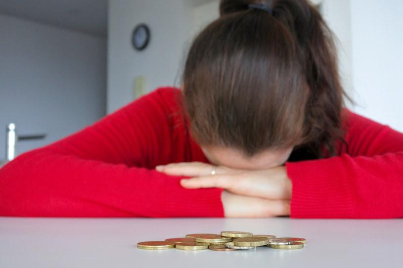 Problemy finansowe małych i dużych przedsiębiorstw szybko przekładają się na masowe zwolnienia /123RF/PICSEL