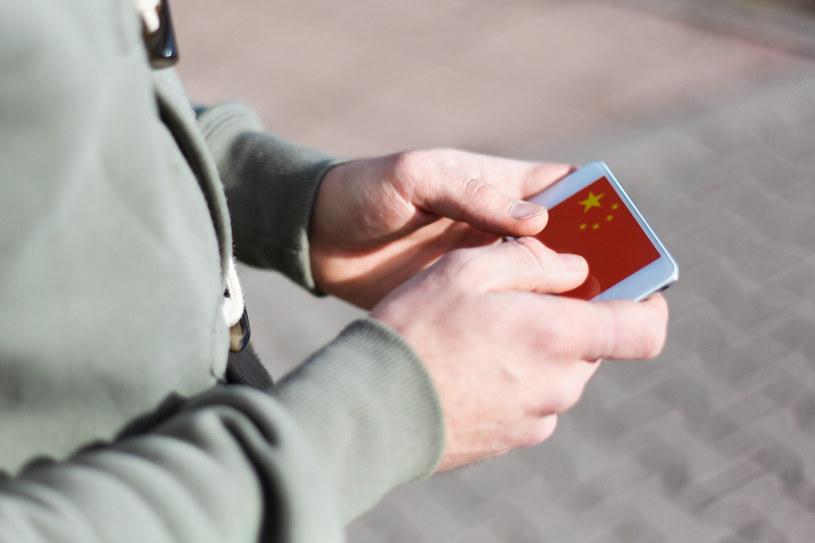 Problemy polityczne pomiędzy Litwą a Chinami mogły się przyczynić do opinii litewskiego polityka na temat chińskich smartfonów /123RF/PICSEL